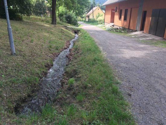 Letohrad, odvádění jímané vody do Lukavického potoka.
